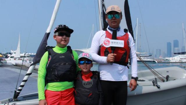 家庭组参赛选手接受凤凰网青岛的采访