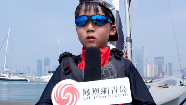 参赛小队员接受凤凰网青岛的采访