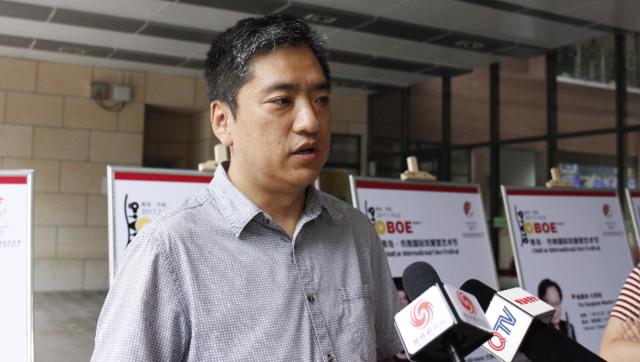 青岛市南教体局王轶强局长接受凤凰网青岛的采访