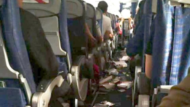 备降川航机舱画面曝光:餐盒散落一地