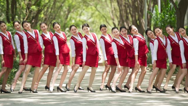 准空姐们的制服毕业照