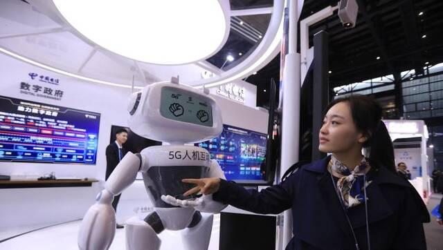 """互联网之光博览会首日 黑科技""""唱主角"""""""