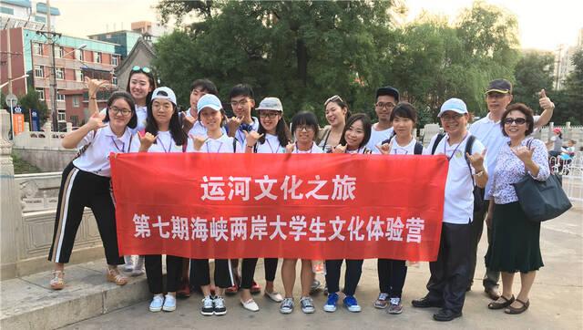 两岸大学生共游京杭大运河