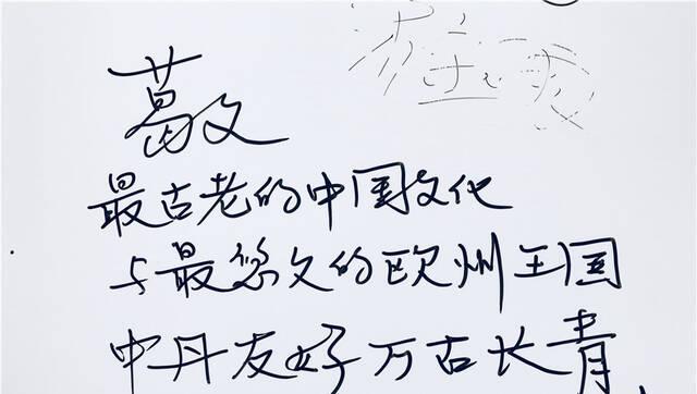 """会玩!旅游论坛各国市长签名墙成""""风景"""""""