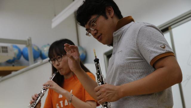 旧金山歌剧院首席刘明嘉为学员上课