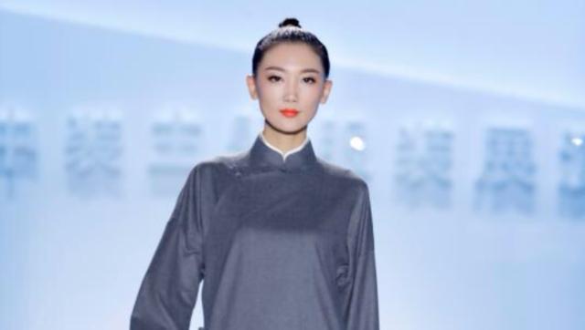 9月17日19点直播青岛时装周北京服装学院新中装展演