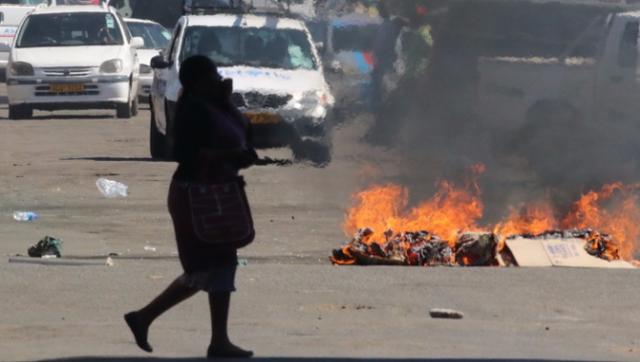 津巴布韦装甲车开进首都