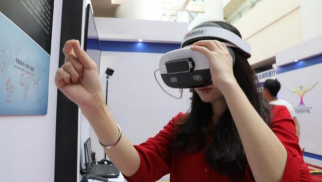 VR、石墨烯等黑科技悉数亮相 峰会创新成果展上还有啥