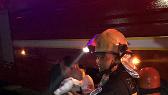 南昌十里水岸桃花小区起火 消防员为救人让出呼吸器
