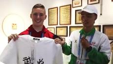 美国运动员艾利带你了解军运村里的中国文化