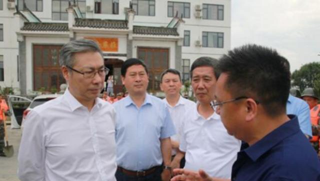 安庆市市长陈冰冰率队到宿松督查长江防汛禁捕及脱贫攻坚工作