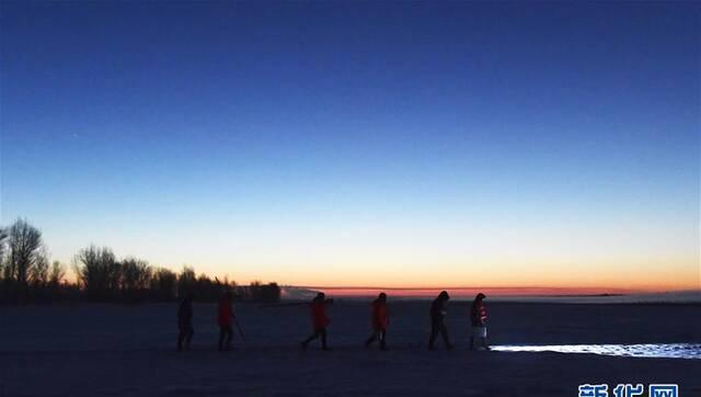 【新春走基层】黄河上凿冰的水文人