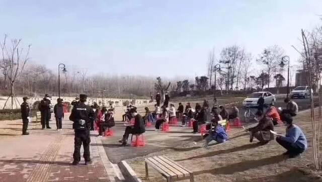 辟谣侠盟丨湘潭市民闲逛被要求背防疫手册?谣言!