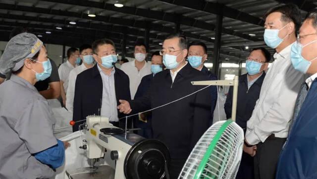 张庆伟深入绥化市调研检查脱贫攻坚、疫情防控和产业项目建设