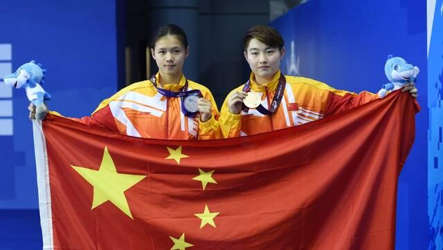 女子跳台决赛:军运会中国选手包揽跳水金银牌