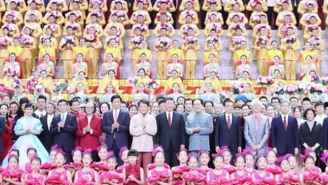 大型文艺晚会《奋斗吧 中华儿女》在京举行