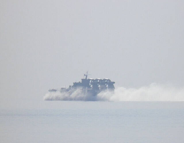 其有能力对大多数南海被侵占岛礁发起两栖登陆予以