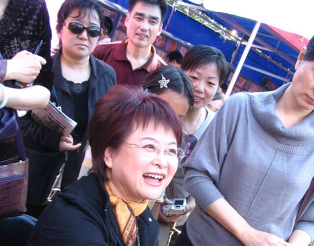 主持人肖晓琳因癌去世 生前照回顾