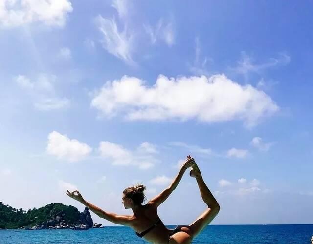 瑜伽美女晒照走红 运动帮她摆脱抑郁图片
