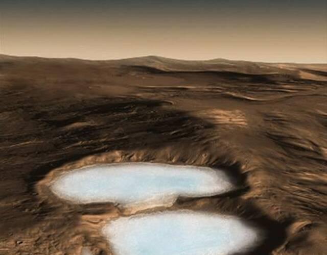 美国国家航空航天局(NASA)发布火星影像,地貌酷似美国西南部沙漠,与地球景色如出一辙。 刊登在美国《科学》(Science)期刊的研究报告表示,虽然一直以来都知道火星上有冰,但完整了解它的深度和位置,对未来人类探险家而言至关重要。