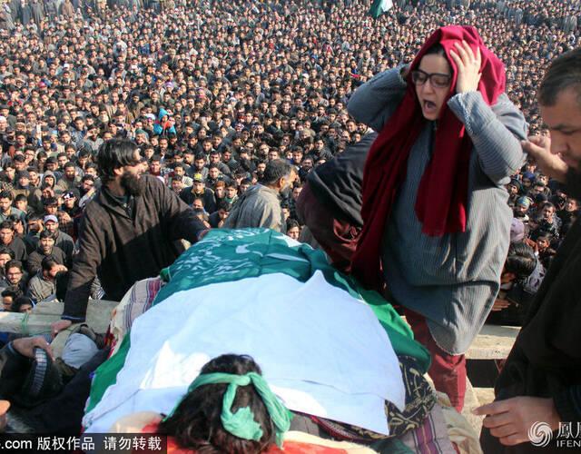 克什米尔叛军Yawar葬礼现场。