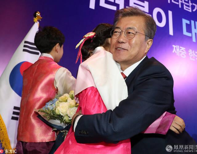 文在寅14日上午将出席中韩经济贸易伙伴会议开幕式,下午同习近平举行会晤,共叙友谊,探讨双方关心的事项。
