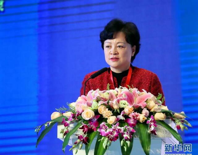 """12月2日,由中国健康管理协会和杭州市人民政府共同主办的""""第二届健康中国高峰论坛""""在杭州举行。   论坛聚焦""""大健康、大保护、大文化、大产业、大数据""""主题,着眼传播健康中国核心理念、倡导全民健康管理行动、搭建健康服务智慧平台、推动健康产业融合发展,汇聚了国内外大健康领域的各界人士和知名企业代表共1500余人参会、参展,共商全民健康大计、共推健康产业发展。新华网发(王超摄)"""