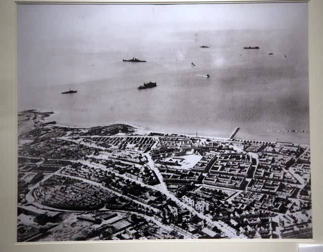 远眺后海,1945年10月10日,自东向西拍摄的大鲍岛局部和后海。
