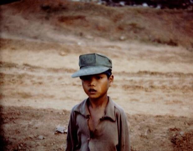 Rennick联系了很多老兵和他们的亲人,希望完成一本「越南相册」,她收到好几批照片,这里面的很多照片都有几十年没有被翻动过。