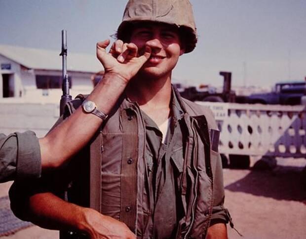 这些照片是当时漂洋过海的美国大兵拍下的,他们冒着风险踏入这个陌生国度,并试图和它产生更多联系。