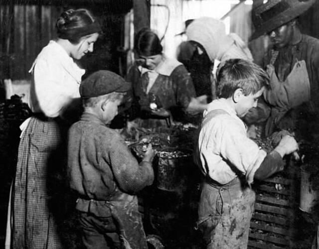 Lewis Hine 被誉为社会纪实摄影的先驱,1908年,Lewis Hine 受雇于美国国家童工委员会(NCLC),负责记录全国童工现状。图片来源:高品图像