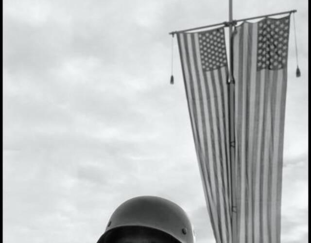 阿富汗的卫兵,清一色的德式装备。(Wayne Miller 摄)