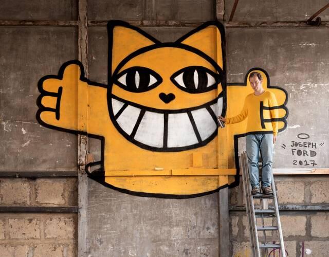 他们还与法国街头艺术家Monsieur Chat合作,他在一家废弃工厂的墙上为摄影师画了一只标志性的猫