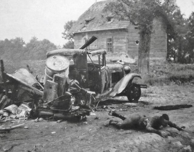 一名被烧死的苏军战士。