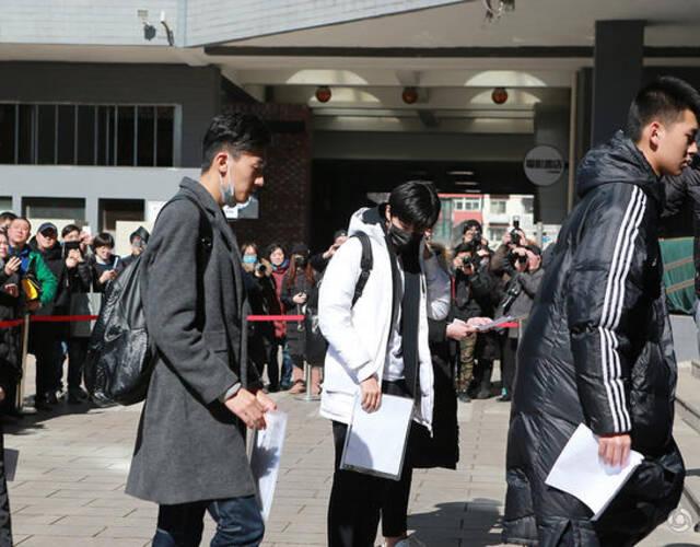 王俊凯抵达北京电影学院的考场.图片