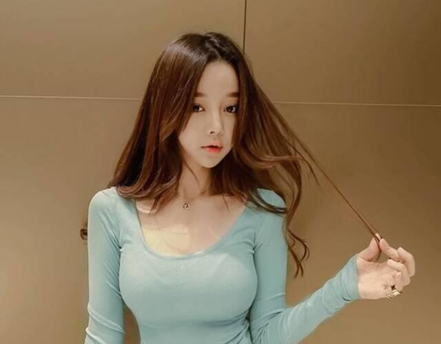 泰国大学生女主播童颜巨乳