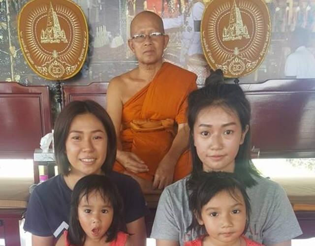 泰国高僧因误机偶遇分离16年的妻女