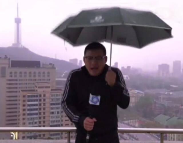 气象主播惨遭雷劈一幕惊呆众人