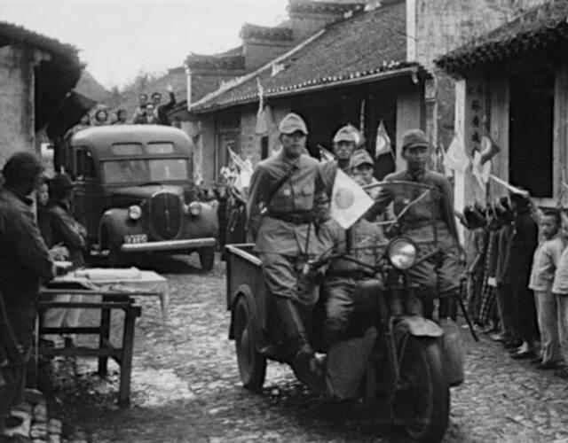9月26日,日军第4师团于渡过捞刀河。27日下午该师团一部渡过浏阳河,并于傍晚从长沙城东南角冲入市内,28日占领长沙。29日,日军第3师团攻抵株洲附近。