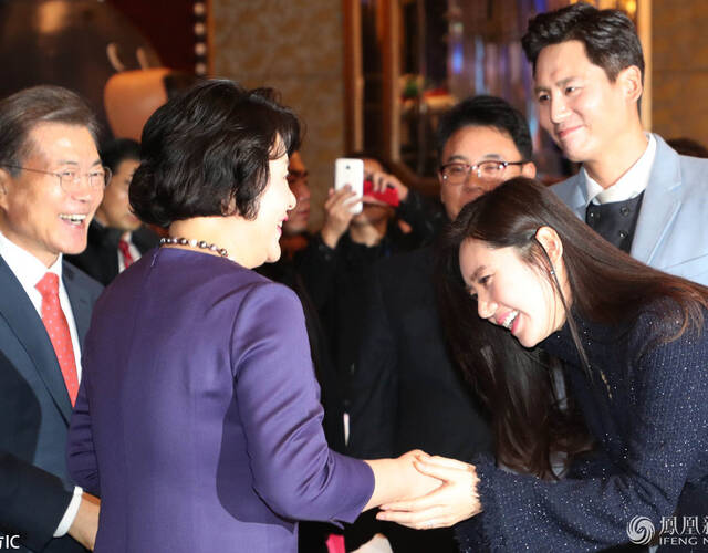 2017年12月13日,韩国总统文在寅乘坐专机从首尔出发,抵达北京首都国际机场。