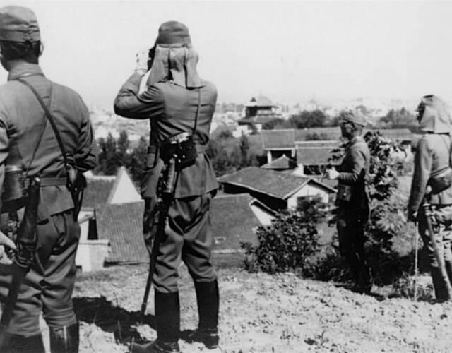 1941年后,日军酝酿发动第二次进攻。但因苏德战争爆发,日军积极准备对英美开战,无力投入更多机动兵力,被迫缩小规模,仅将目的定为对第9战区中国军队一次重大打击。为打击中国第9战区主力,摧毁中国军民的抗战意志,日军第11军在湘北岳阳以南地区集结了第3、第4、第6、第40师团和4个旅团,总兵力达12万余人,向中国军队展开攻势。