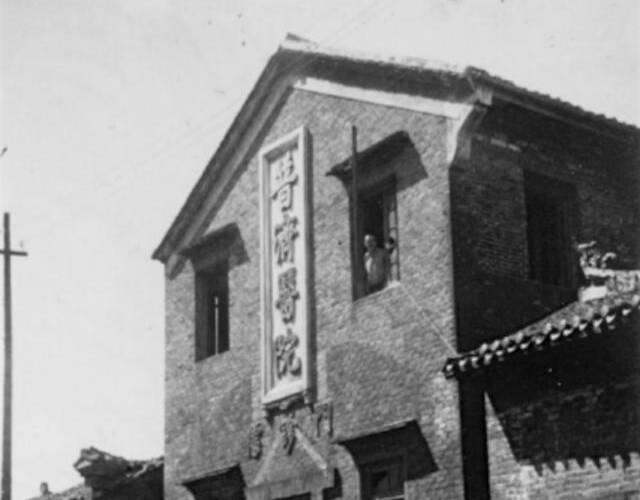中国第9战区已于27日转移攻势,从各方调集增援部队陆续赶至战场投入战斗,将日军包围于捞刀河、浏阳河之间。长沙被围之日军与后方联络线已被切断,补给十分困难,遂于1941年10月1日傍晚向北撤退。