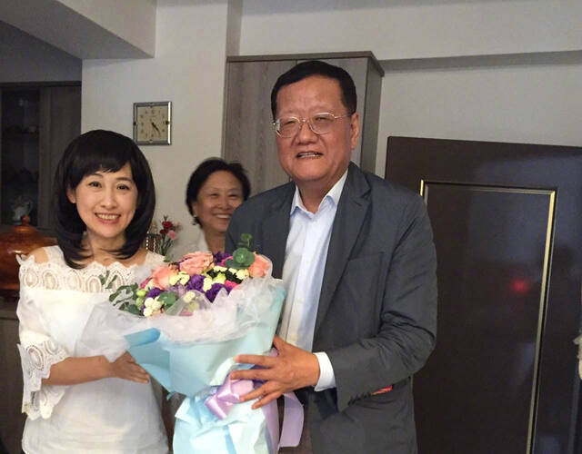刘珊玲特别感谢刘长乐总裁,而这次是刘长乐总裁第三次前往高雄来看她