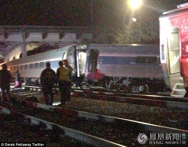 据新华国际报道,美国南卡罗纳州火车相撞已造成2人死亡,70人受伤。当地时间2月4日凌晨,美国南卡罗莱纳州一列载有8名工作人员和139名乘客的火车与一列货运列车相撞,当地政府正对该事故进行响应,恐造成多人伤亡。东方IC/图 海外网/文