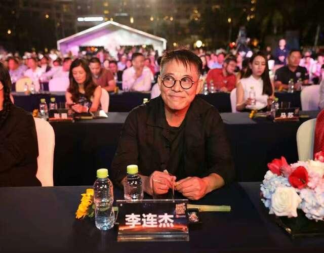 53岁李连杰与赵薇合影显疲惫(组图)