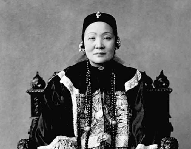 伍廷芳夫人。何妙龄,广东南海人;于1847年生于香港。是中华基督教第二华人牧师何福堂次女,香港著名华人领袖何启之姐。