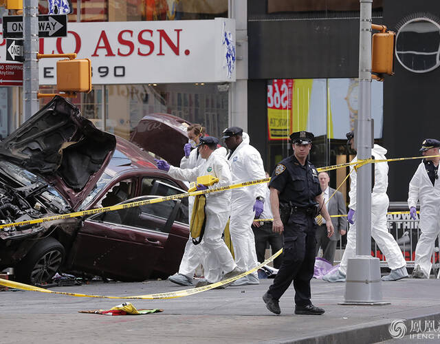 纽约时代广场汽车冲向行人道 已24死伤