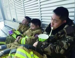 队员们报了警:在养伤期间看片打游戏到凌晨4点才睡觉