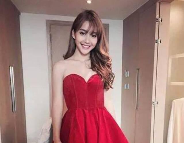 越南拳击美少女红色抹胸礼服惊艳