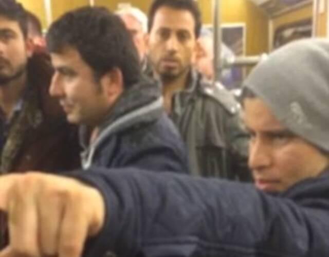 德国难民地铁骚扰女乘客 老人阻止反被攻击